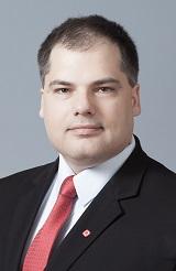 Dr. Kómár András